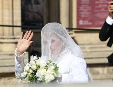Nad samą suknią pracowano 640 godzin. Szczegóły bajkowego ślubu Ellie...