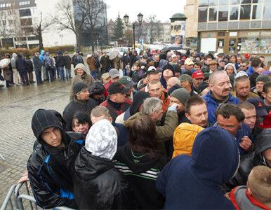 Gdańsk: setki bezdomnych w kolejce po ciepły posiłek