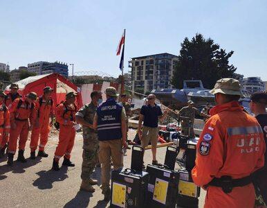 """Polscy strażacy pomagają w Bejrucie. Są zdjęcia z ich działań. """"Już po..."""