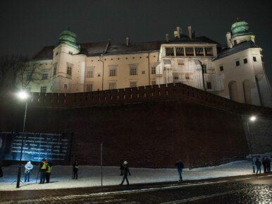 Jarosław Kaczyński na Wawelu. Na trasie przejazdu - przeciwnicy i...