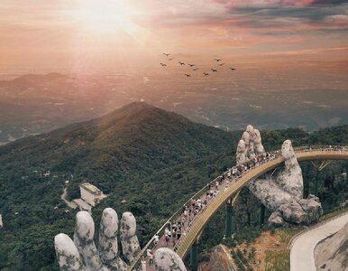 Ten most zapiera dech w piersiach. Podtrzymują go kamienne dłonie