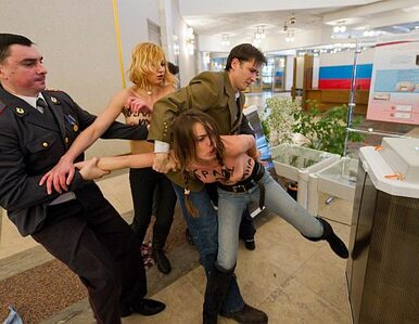 Femenki odsiedzą próbę kradzieży urny Putina