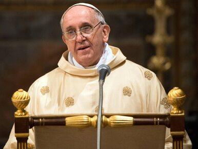 Papież wyjątkowo długo rozmawiał z Komorowskim. Otrzymał... komplet do...