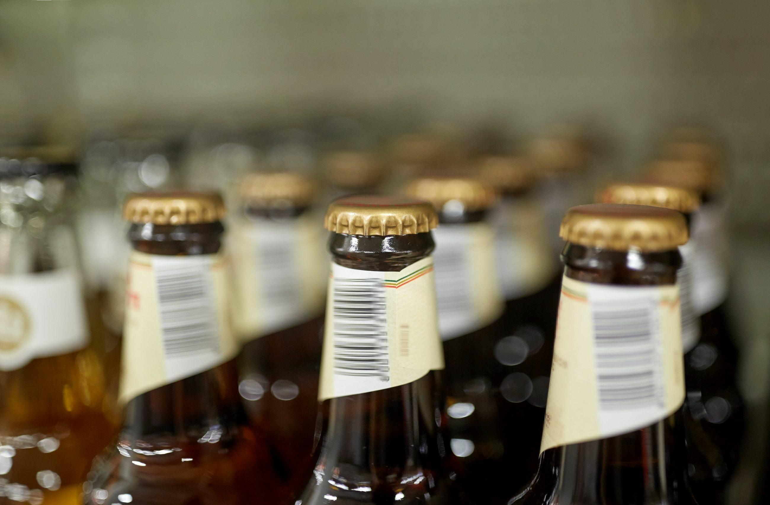Butelki z piwem, zdjęcie ilustracyjne