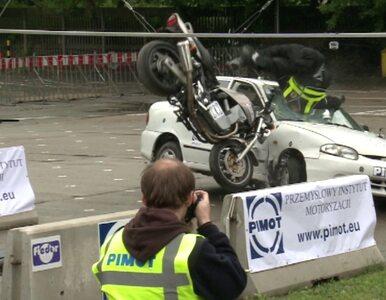 Crash test z udziałem motocykla. Robi wrażenie