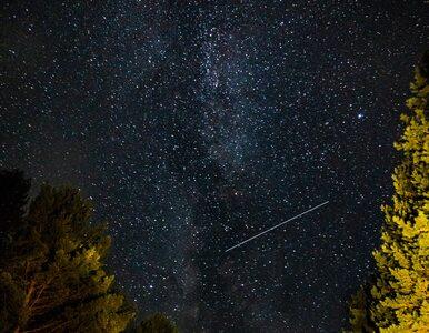 """Noc """"spadających gwiazd"""". Perseidy tworzą niezwykłe widowisko"""