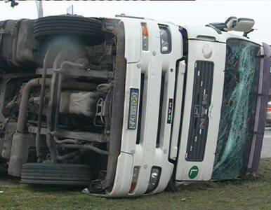 Słupno: ciężarówka zablokowała drogę do Warszawy