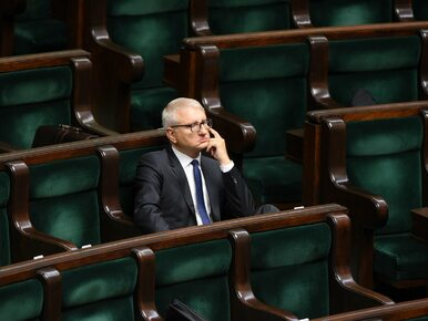 Mimo skandalu, poseł Pięta nie stracił certyfikatu bezpieczeństwa....