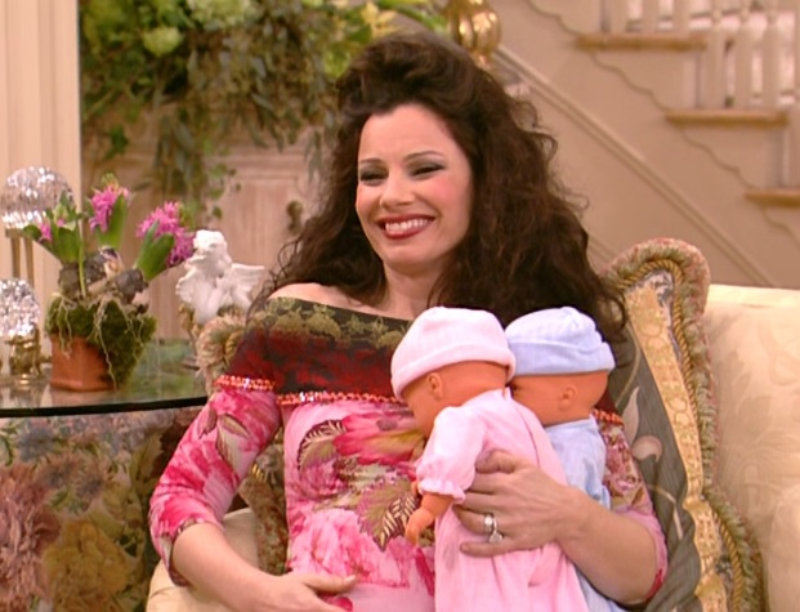 "Fran Drescher jako Fran Fine w serialu ""Pomoc domowa"" (ang. ""The Nanny"")"