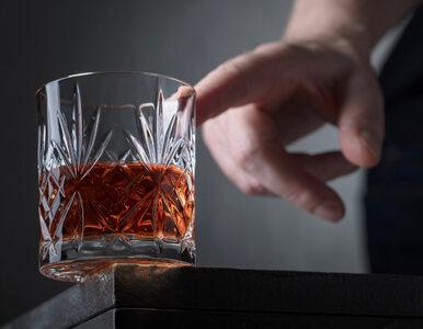 Ewa Woydyłło-Osiatyńska o leczeniu polityków-alkoholików: Dbamy, by było...