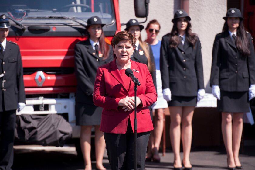 Beata Szydło podczas wystąpienia w Brzeszczach
