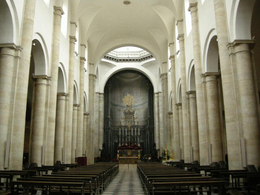Wnętrze Katedry Metropolitalnej Św. Jana Chrzciciela w Turynie