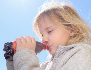 Te napoje mogą zwiększać ryzyko zachorowania na raka. Dzieci też je piją