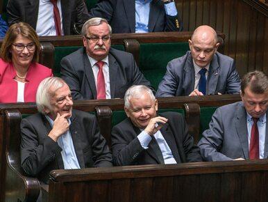 Sondaż: PiS z miażdżącą przewagą nad opozycją. Ugrupowanie Kaczyńskiego...