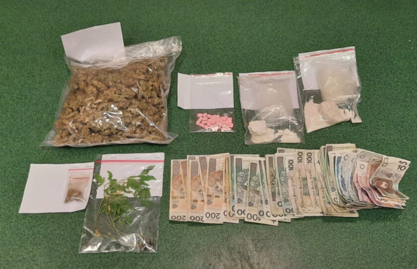 Narkotyki i gotówka zabezpieczone przez policję