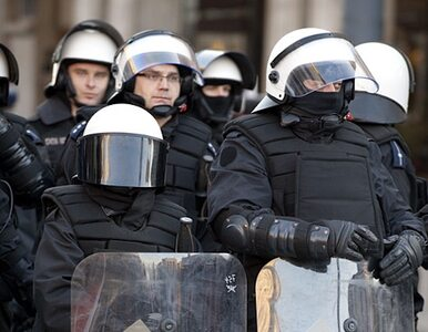 Nacjonaliści starli się z policją. Rzucali kamieniami i kostką brukową