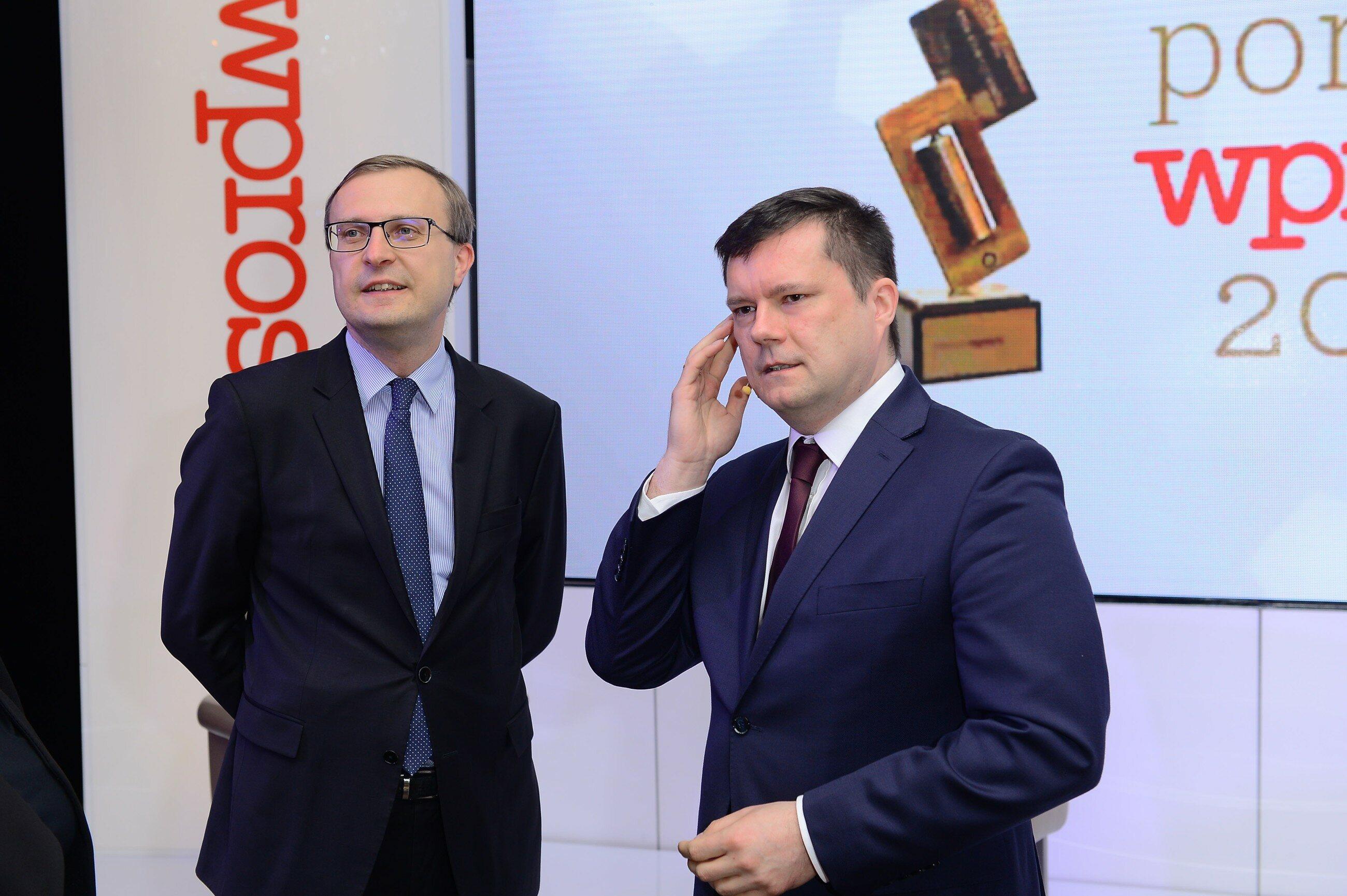 """Jacek Pochłopień i Paweł Borys Jacek Pochłopień i Paweł Borys przed rozpoczęciem gali Portfeli """"Wprost"""""""