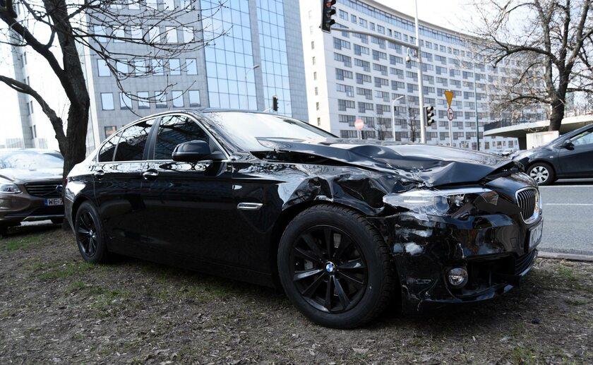 Zniszczona limuzyna MON