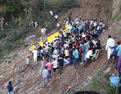 Autobus zjechał w 100-metrową przepaść. Zginęły dzieci