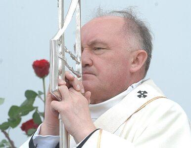 Biskupi nawołują do dobrowolnego przeniesienia krzyża