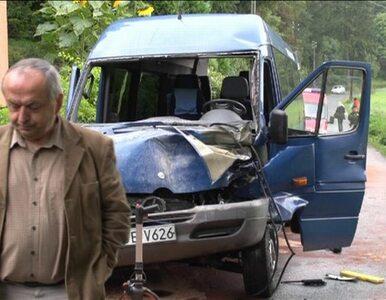 Bus wiozący dzieci zderzył się z traktorem. Dwie osoby w ciężkim stanie