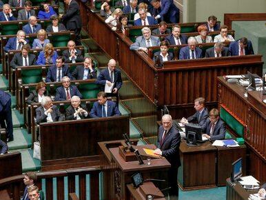 """Nowy sondaż: Umacnia się przewaga PiS, SLD """"zastępuje"""" PSL"""