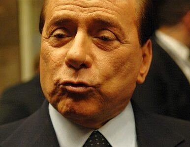 Półnagie kobiety otoczyły Berlusconiego