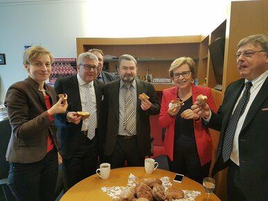 Jakich pączków nie zje dziś Ryszard Czarnecki? Nietrudno zgadnąć