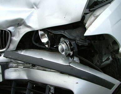 """Trzy samochody zderzyły się na krajowej """"piątce"""". Jedna osoba nie żyje,..."""