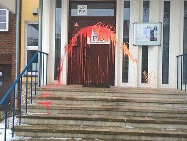 """Akt wandalizmu w biurze posłów PiS w Szczecinie. """"Liczą na drugiego Cybę?"""""""