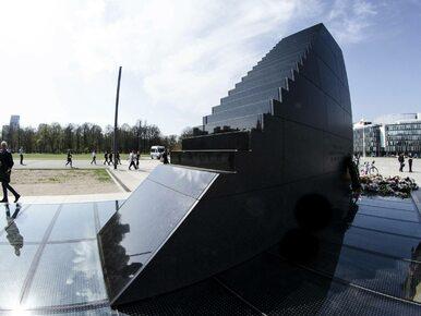 """Interwencja policji przed pomnikiem smoleńskim. """"Doszło do styku..."""